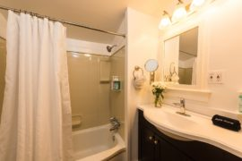 Key West Cottages - Master Bathroom
